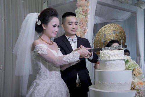 """Mỹ nhân """"lẳng lơ"""" nhất màn ảnh Việt cưới lần 4 với chú rể kém tuổi-2"""