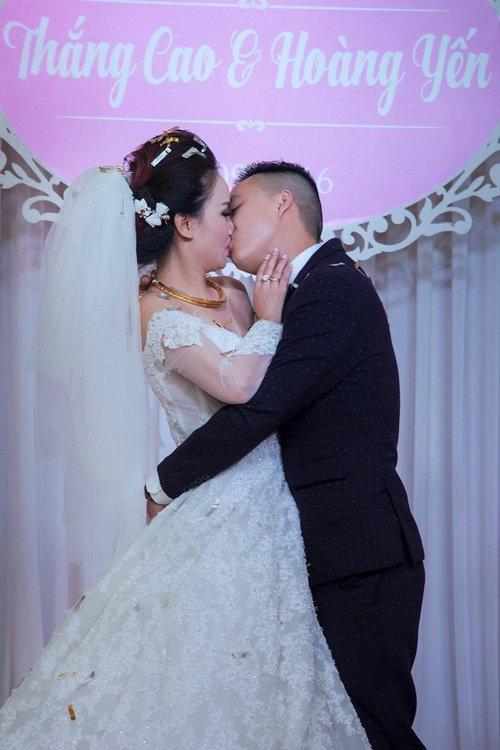 """Mỹ nhân """"lẳng lơ"""" nhất màn ảnh Việt cưới lần 4 với chú rể kém tuổi-3"""