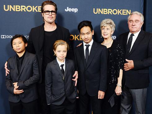 Ngôi sao 24/7: Brad Pitt bật khóc, ôm con vào lòng khi lần đầu được gặp lại-5