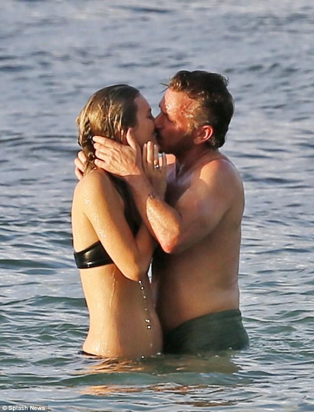 Ngôi sao 24/7: Brad Pitt bật khóc, ôm con vào lòng khi lần đầu được gặp lại-8