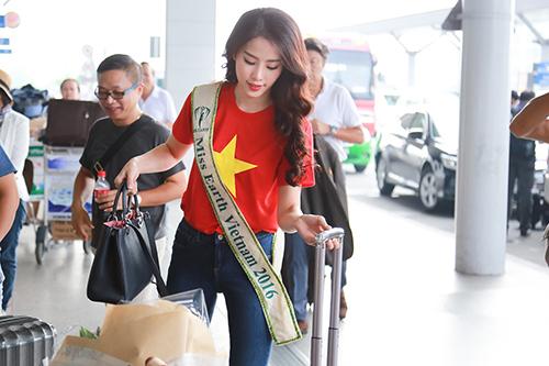 Nam Em gây chú ý với 11 valy hành lý tại sân bay-5