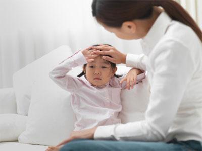 10 dấu hiệu nguy hiểm cha mẹ cần đưa trẻ đi khám bệnh ngay lập tức-1