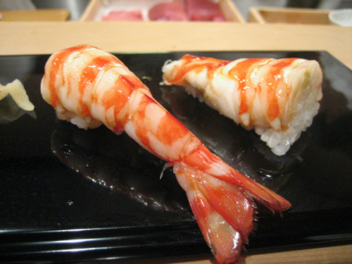 tiem sushi chi co 10 ghe ma beckham, obama cung phai xep hang ghe tham - 10