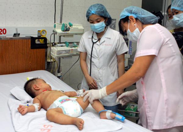 10 dấu hiệu nguy hiểm cha mẹ cần đưa trẻ đi khám bệnh ngay lập tức-2
