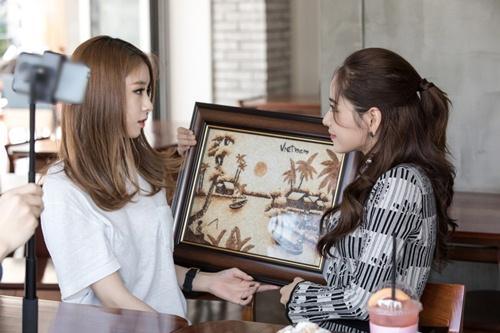 Ji-yeon (T-ara) ôm ấp Chi Pu và muốn đóng phim tại Việt Nam-5