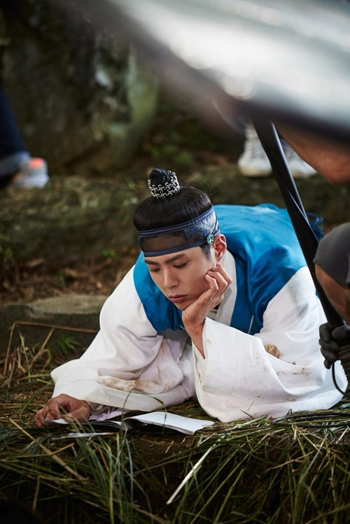 """Thực hư về việc Park Bo Gum không thể diễn nổi trong """"Mây họa ánh trăng""""-3"""