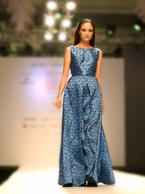 ngoc chau deo day trang suc sau khi dang quang vietnam's next top model - 13
