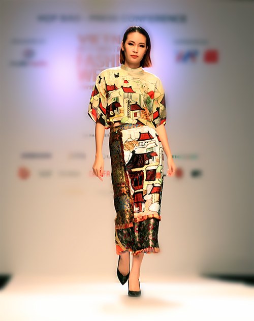 ngoc chau deo day trang suc sau khi dang quang vietnam's next top model - 12