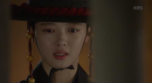 may hoa anh trang tap 16: co ai ngo, kim yoo jung lai thoat chet bang cach nay - 3
