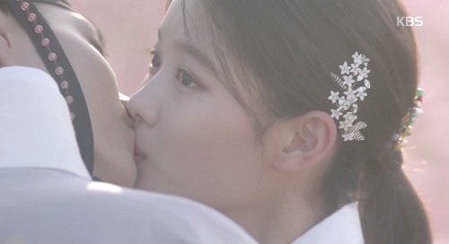 may hoa anh trang tap cuoi: park bo gum - kim yoo jung tra gia dat vi hanh phuc - 3