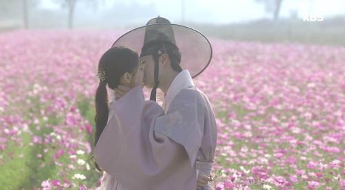 may hoa anh trang tap cuoi: park bo gum - kim yoo jung tra gia dat vi hanh phuc - 2