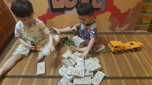 hai be trai ngoi xep tien gui 'chu phan anh' ung ho mien trung gay sot cong dong mang - 2