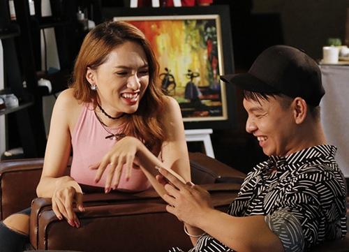 """huong giang idol duyen dang het co khi ngoi ghe """"nong"""" - 5"""