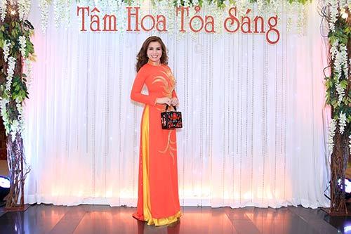 hoa hau kim hong tat bat dien ao dai tham gia chuong trinh - 2