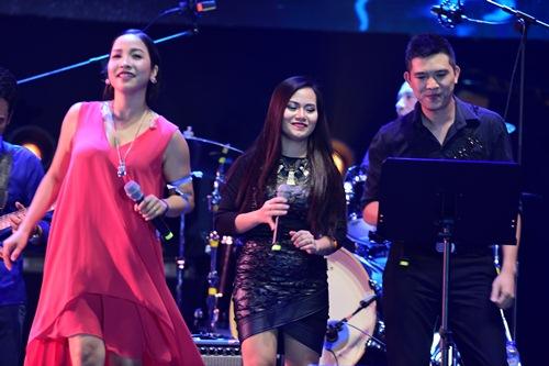 diva my linh dung chung san khau voi chong, nhay boc lua chua tung co - 12