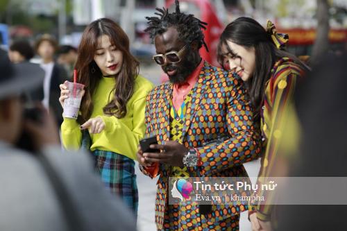 man nhan vi tin do thoi trang khoe sac tai seoul fashion week - 1