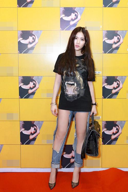 "nhung chiec quan jeans ""cho cung chang ai dam mac"" cua sao viet - 1"