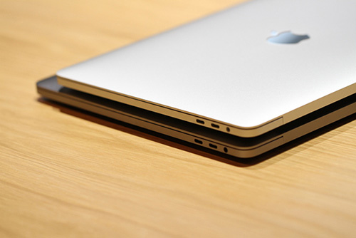 anh thuc te macbook pro moi voi thanh touch bar cam ung - 9