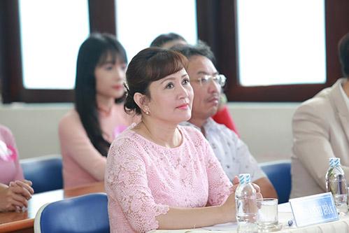 "gap lai ""ba tran le xuan"" trong phim ong co van noi tieng mot thoi - 3"