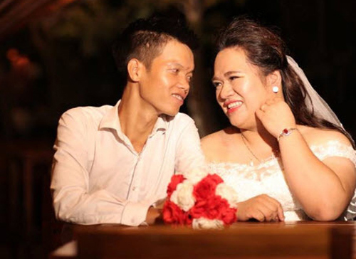 "cap doi hot nhat mxh: chang trai ""gay nhom"" me co nang hon minh 30kg - 1"