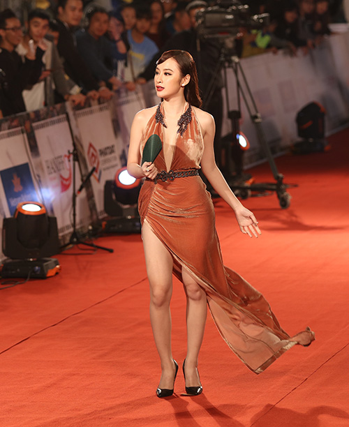 "angela phuong trinh lam ""nao loan"" tham do lien hoan phim quoc te - 5"
