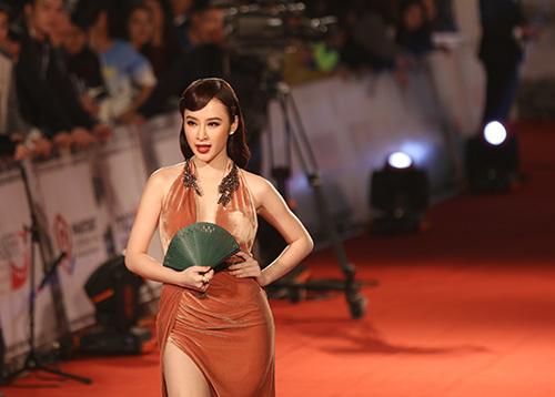 "angela phuong trinh lam ""nao loan"" tham do lien hoan phim quoc te - 8"