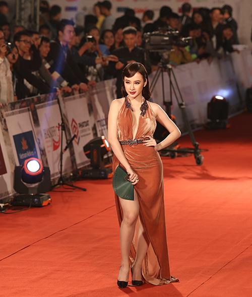 "angela phuong trinh lam ""nao loan"" tham do lien hoan phim quoc te - 7"