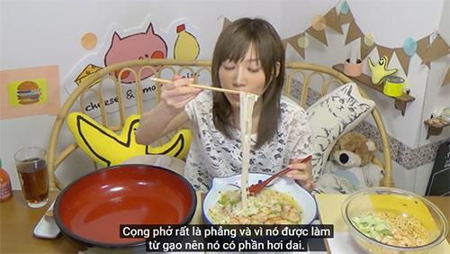 """""""my nhan pham an"""" so 1 nhat ban gay xon xao voi clip an 5kg mi an lien viet nam - 8"""