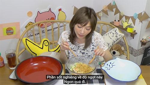 """""""my nhan pham an"""" so 1 nhat ban gay xon xao voi clip an 5kg mi an lien viet nam - 9"""