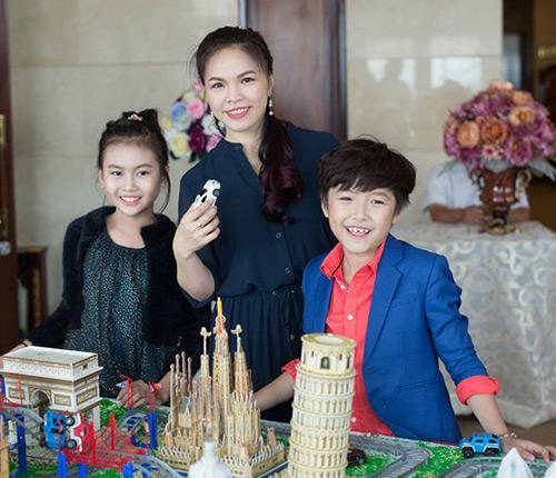 "khanh thi - phan hien tre trung den chuc mung ""hoang tu nhi"" ben lee - 7"