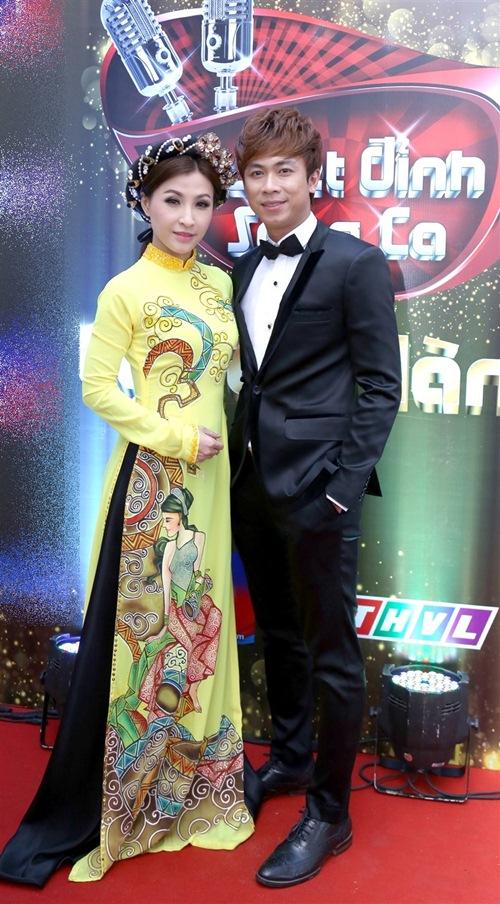 lan dau tien, chong cam ly song hanh cung vo tren ghe nong - 6