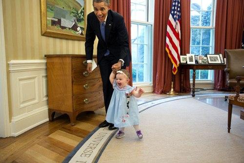 "phan ung ""mot troi mot vuc"" cua tre nho khi gap barack obama va donald trump - 10"