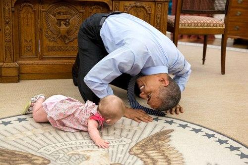 "phan ung ""mot troi mot vuc"" cua tre nho khi gap barack obama va donald trump - 14"
