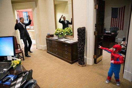 "phan ung ""mot troi mot vuc"" cua tre nho khi gap barack obama va donald trump - 16"