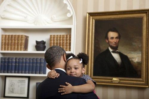 "phan ung ""mot troi mot vuc"" cua tre nho khi gap barack obama va donald trump - 18"