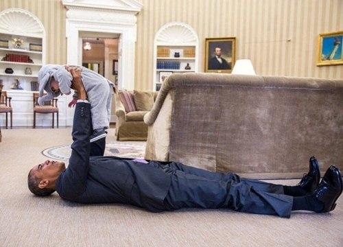 "phan ung ""mot troi mot vuc"" cua tre nho khi gap barack obama va donald trump - 2"