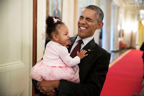 "phan ung ""mot troi mot vuc"" cua tre nho khi gap barack obama va donald trump - 8"