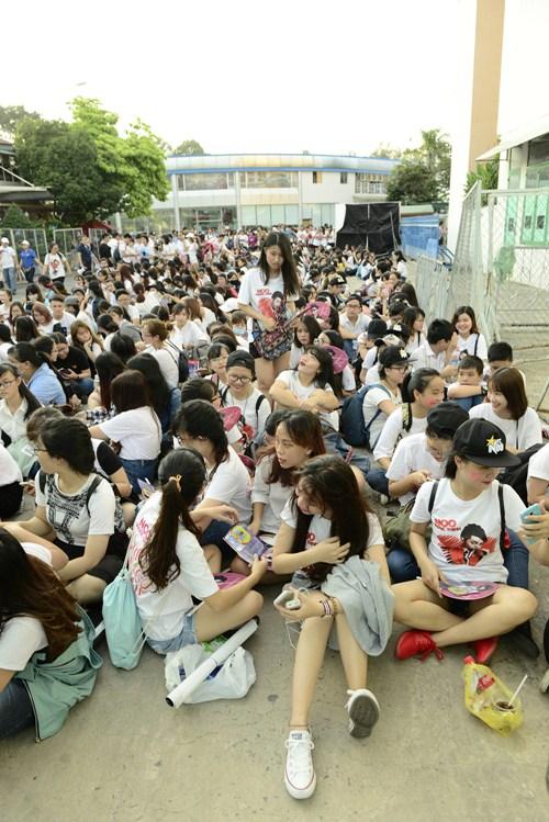 noo phuoc thinh hanh phuc khi co 35.000 khan gia den xem liveshow - 1