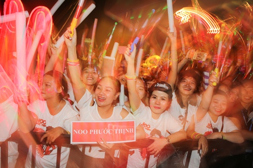 noo phuoc thinh hanh phuc khi co 35.000 khan gia den xem liveshow - 10