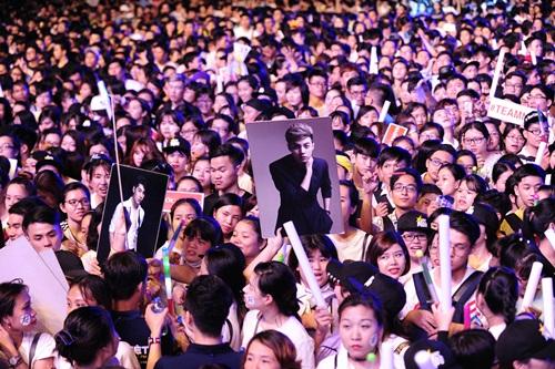noo phuoc thinh hanh phuc khi co 35.000 khan gia den xem liveshow - 2