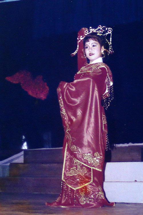 """viet huong - danh hai """"chan ngan"""" van duoc chong het muc yeu thuong - 2"""