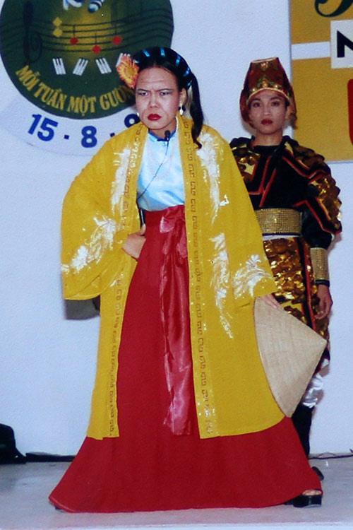 """viet huong - danh hai """"chan ngan"""" van duoc chong het muc yeu thuong - 3"""