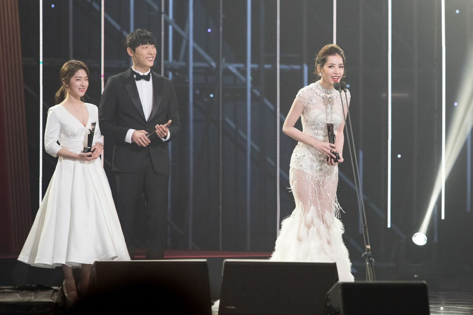 chi pu danh bat dan my nhan xu han tren tham do asia artist awards - 8