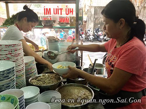 "hang hu tieu cat heo mieng to dung, nuoc leo ngot lim ""nhin la me"" - 1"