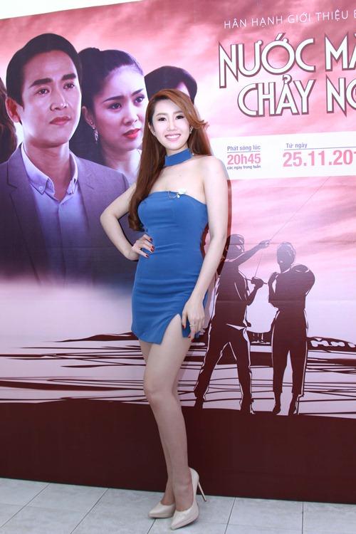 "chang nguoi yeu kem tuoi rang ro ""thap tung"" le phuong den buoi ra mat phim - 12"