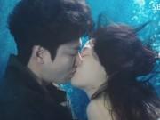 Video Giải trí - Huyền thoại biển xanh tập 2: Lee Min Ho và Jeon Ji Hyun có nụ hôn đại dương ướt át
