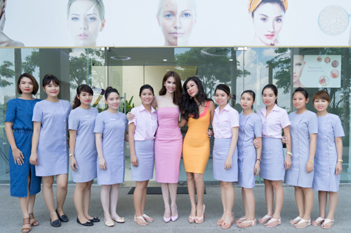 valencia tran len duong tham gia mrs vietnam aodai tai my - 5