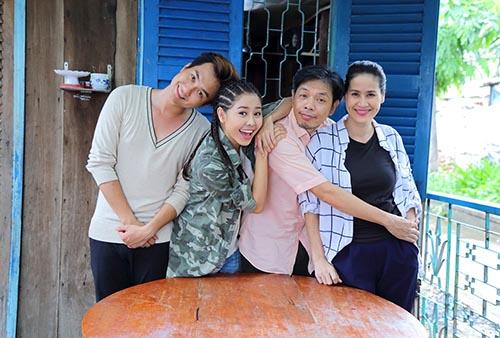 """thai hoa cung """"con trai hot boy"""" xuyen khong den the gioi moi - 7"""