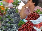 """Mua sắm - Giá cả - Nguy cơ từ trái cây """"xách tay"""""""
