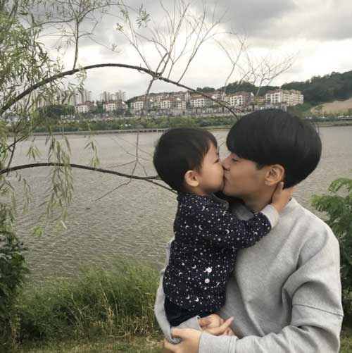 """Tưởng là  """"học sinh cấp 2"""" nhưng đây lại là bà mẹ 2 con nổi tiếng nhất Hàn Quốc-10"""